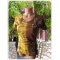 žluto-hnědá batika s květy